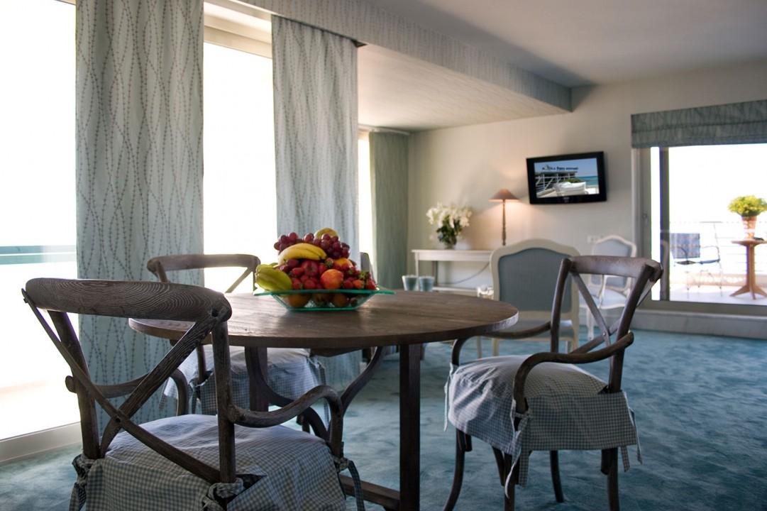 AQUILA-PORTO-RETHYMNO—EXECUTIVE-SUITE-SEA-VIEW-DINING-ROOM
