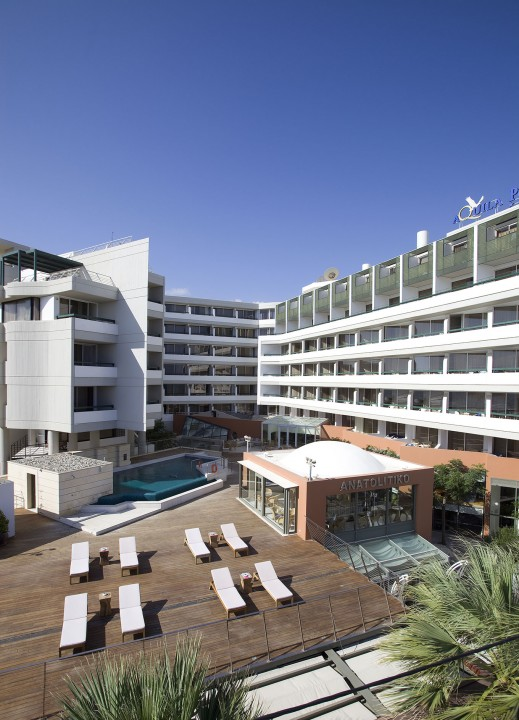 AQUILA-PORTO-RETHYMNO-HOTEL—EXTERIOR