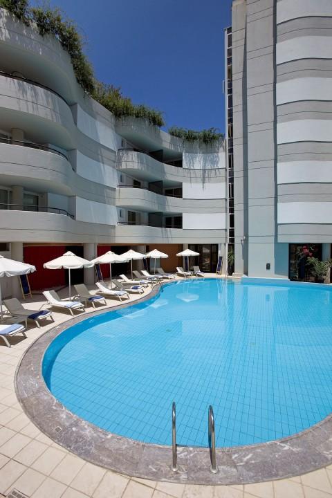 AQUILA-PORTO-RETHYMNO-HOTEL—INTERIOR-POOL