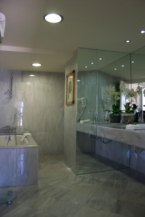 AQUILA-PORTO-RETHYMNO—PENTHOUSE-SUITE-SEA-FRONT–BATHROOM
