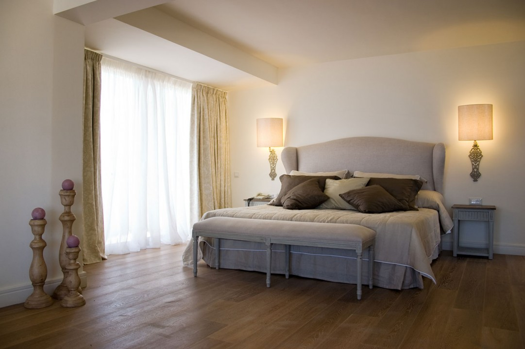 AQUILA-PORTO-RETHYMNO—PENTHOUSE-SUITE-SEA-FRONT-BEDROOM